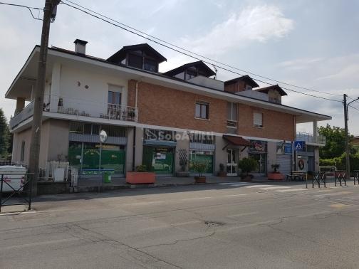Fondo/negozio - 1 vetrina/luce a Rivalta di Torino Rif. 11577382