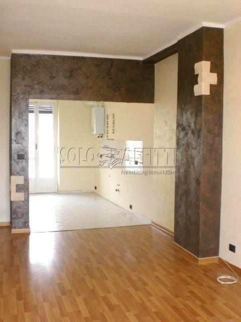 Trilocale in buone condizioni in affitto Rif. 9841275