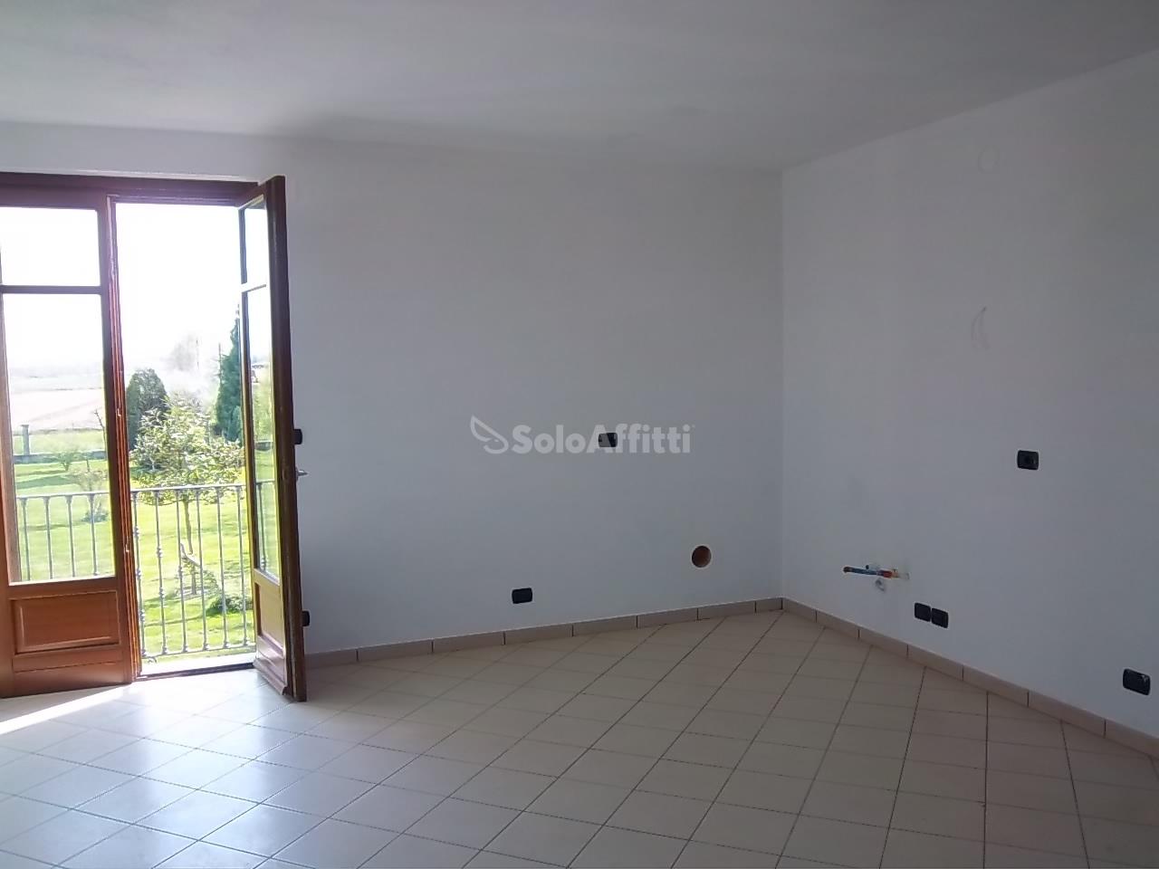 Trilocale in buone condizioni in affitto Rif. 12389161