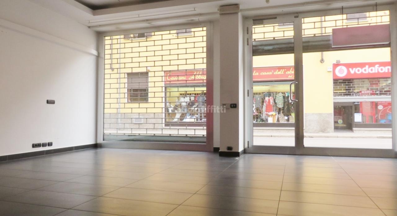 Fondo/negozio - 2 vetrine/luci a Parabiago Rif. 11002942