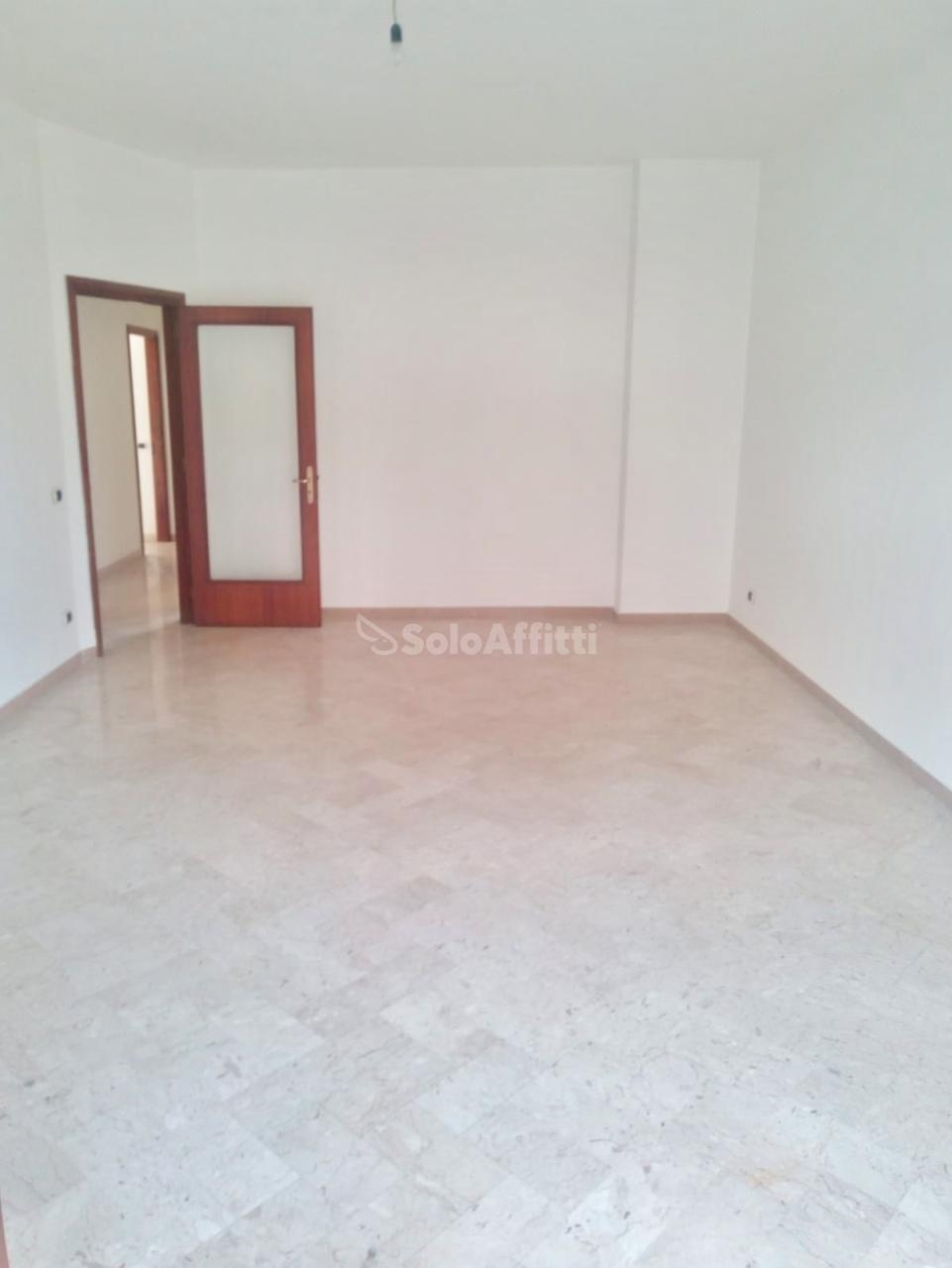 Trilocale in buone condizioni in affitto Rif. 9629728