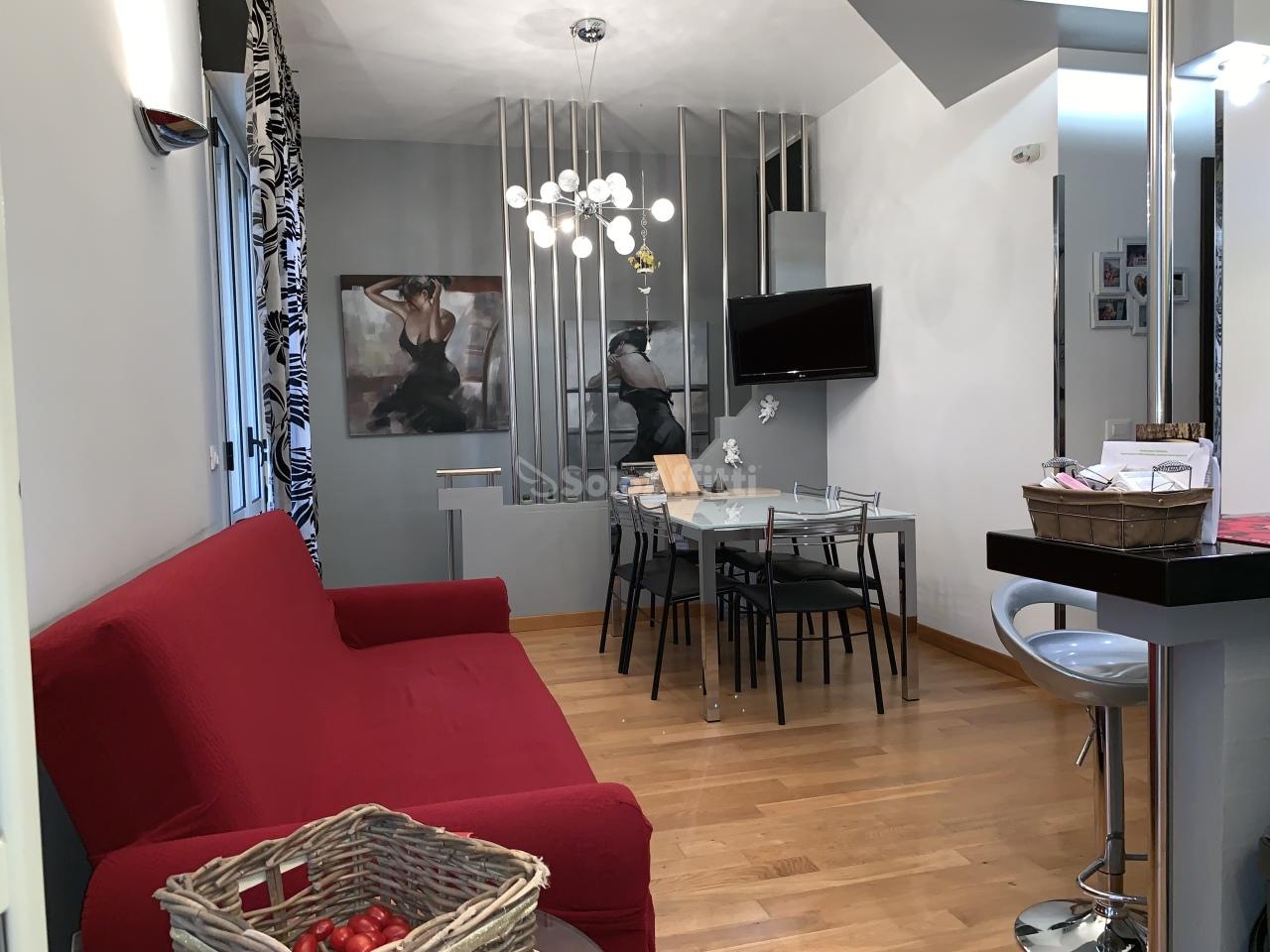 Stanza / posto letto in ottime condizioni arredato in affitto Rif. 11131673