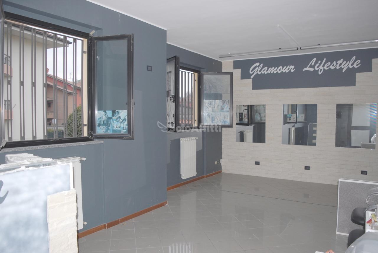 Negozio / Locale in affitto a Calusco d'Adda, 3 locali, prezzo € 790 | PortaleAgenzieImmobiliari.it