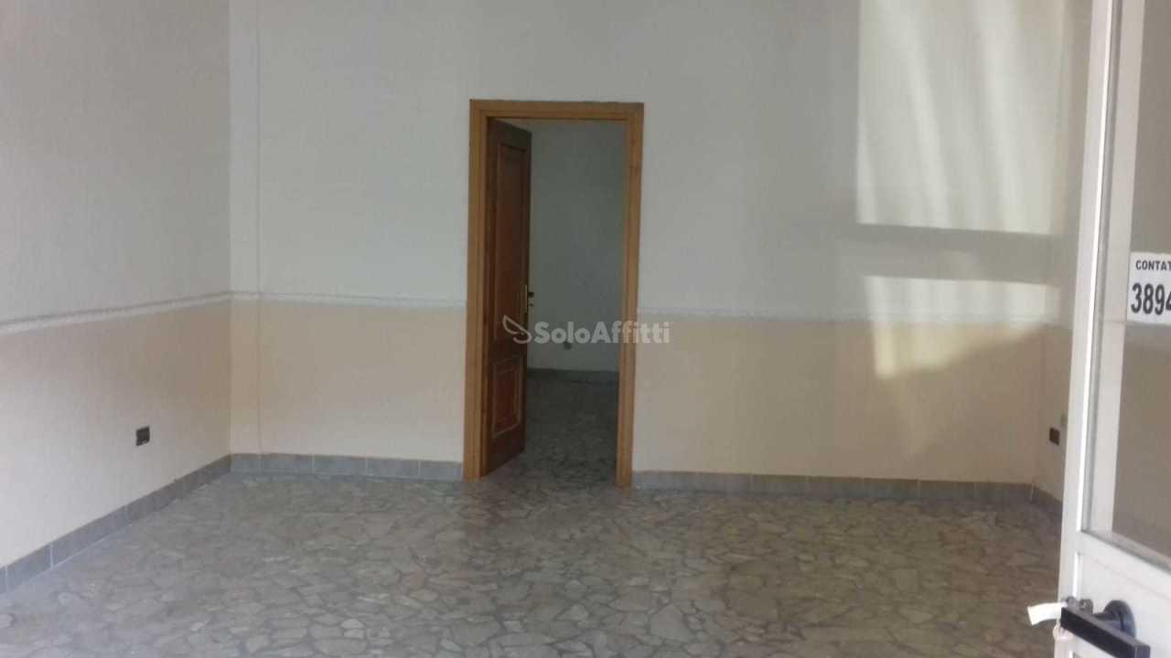 Fondo/negozio - 1 vetrina/luce a San Benedetto, Caserta Rif. 8983093