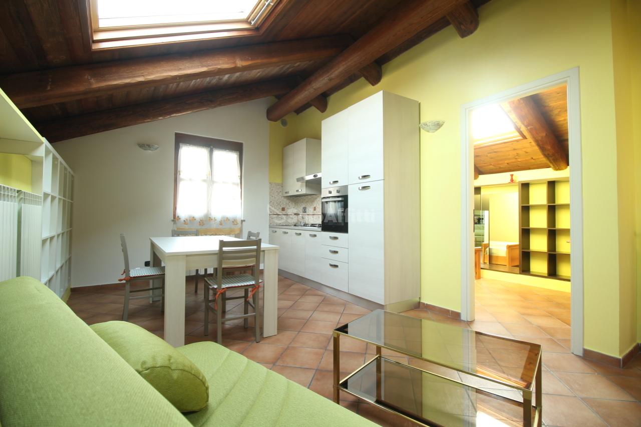 Attico / Mansarda in ottime condizioni arredato in affitto Rif. 11149327