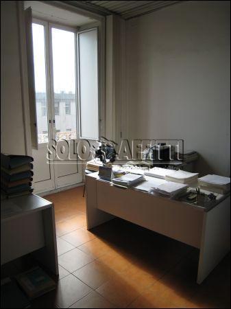 Appartamento - 6 locali a S. Lorenzo, Napoli