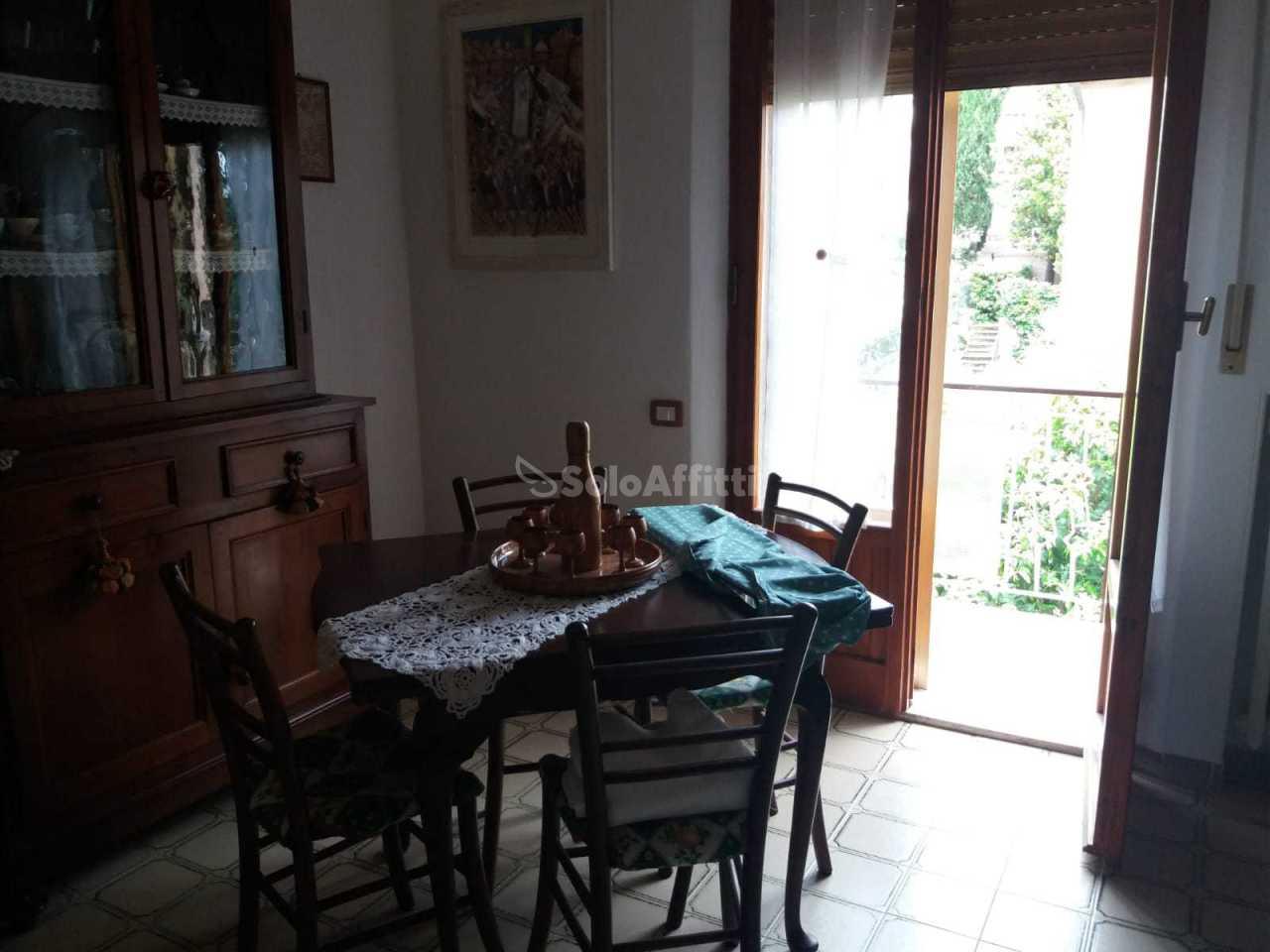 Stanza / posto letto in ottime condizioni arredato in affitto Rif. 6824108