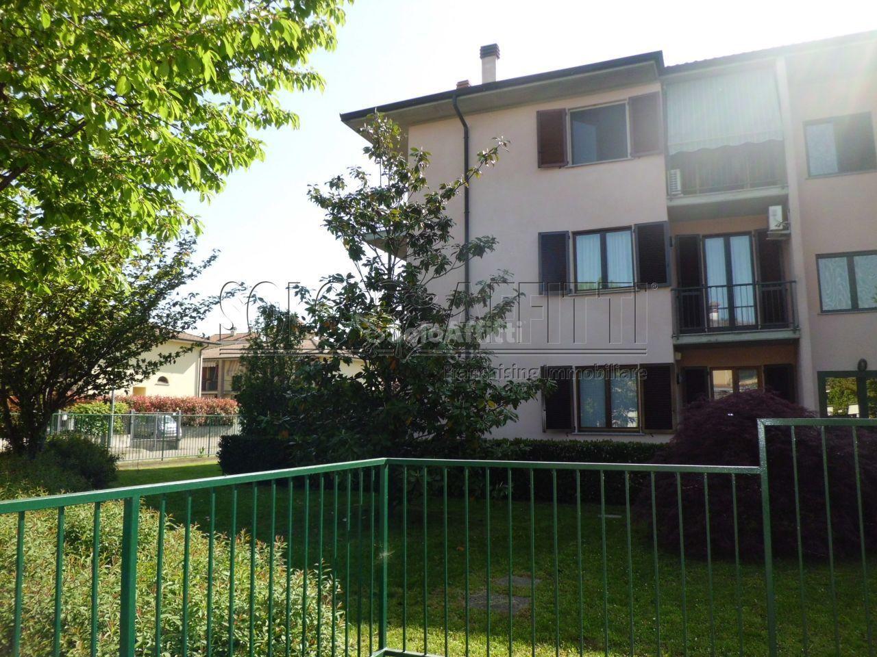Bilocale in buone condizioni arredato in affitto Rif. 10631416