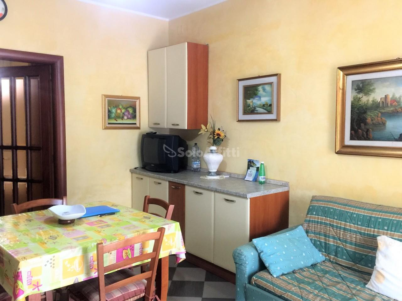 Trilocale in buone condizioni arredato in affitto Rif. 10445546