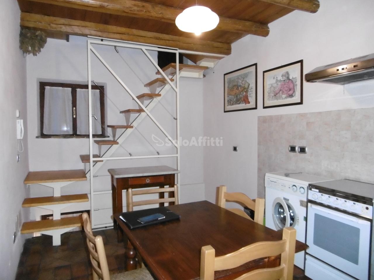 Bilocale in buone condizioni in affitto Rif. 9173800
