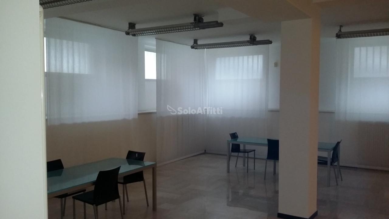 Ufficio - oltre 4 locali a Lodi - Corsica, Milano Rif. 9829573