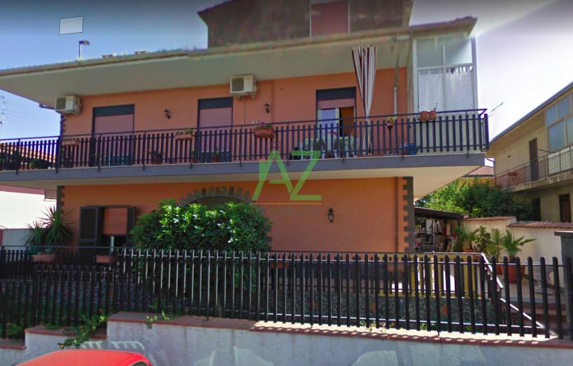 Appartamento in buone condizioni in vendita Rif. 11077342