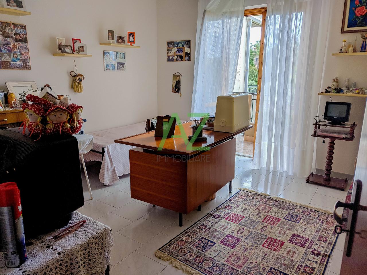 Appartamento in buone condizioni in vendita Rif. 10362626