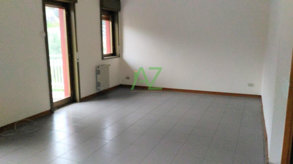 Appartamento in buone condizioni in affitto Rif. 4148692