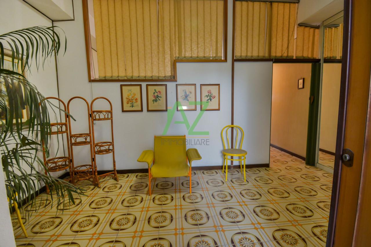 Appartamento da ristrutturare arredato in vendita Rif. 10576595