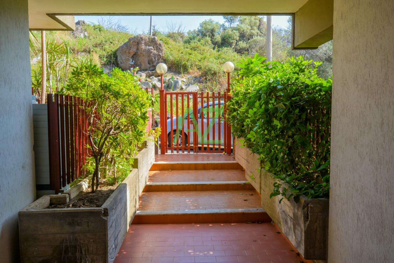 Appartamento - 4 vani a Acitrezza, Aci Castello