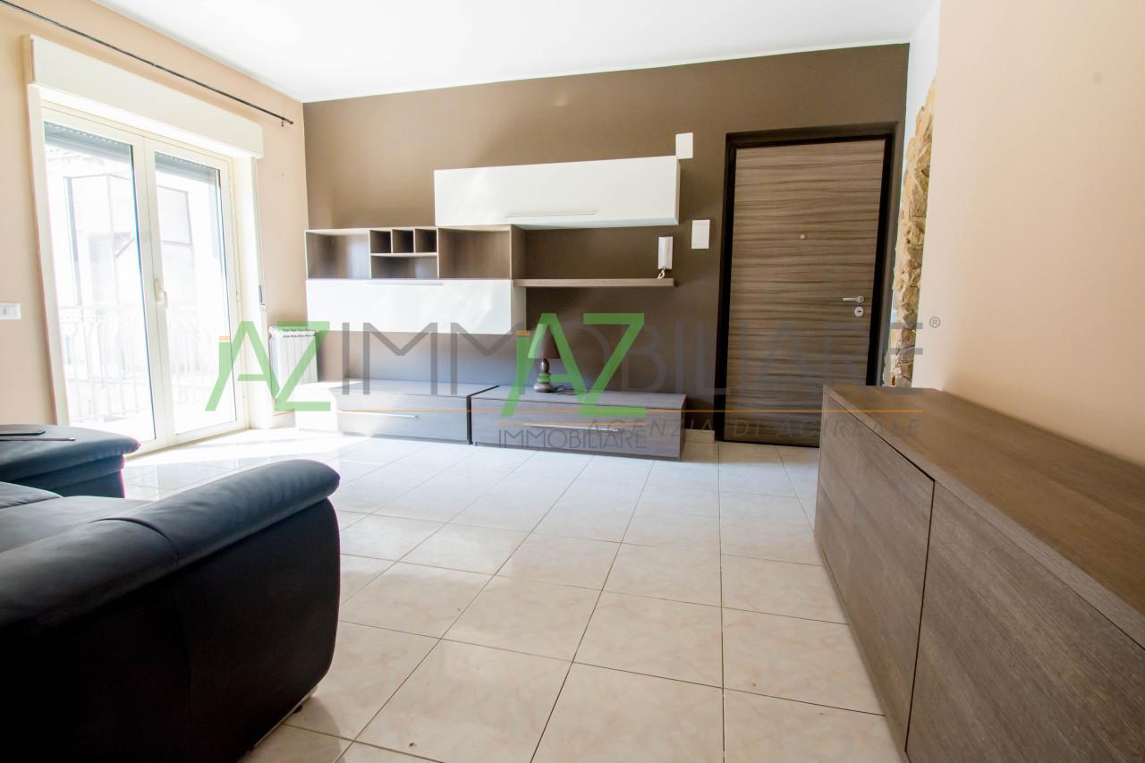 Appartamento ristrutturato arredato in vendita Rif. 7068855
