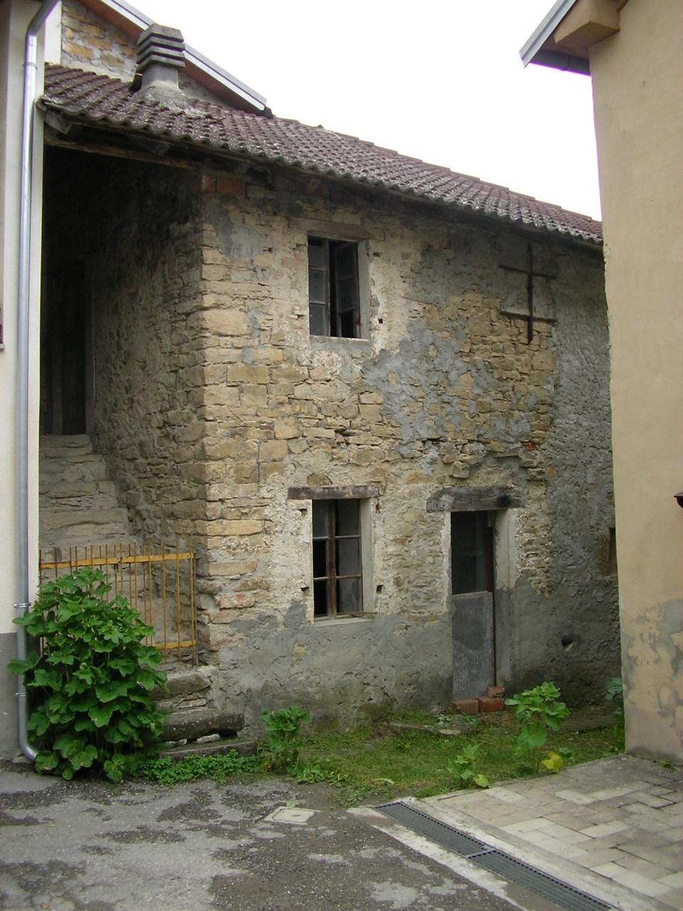 Casa Indipendente in discrete condizioni in vendita Rif. 9821643