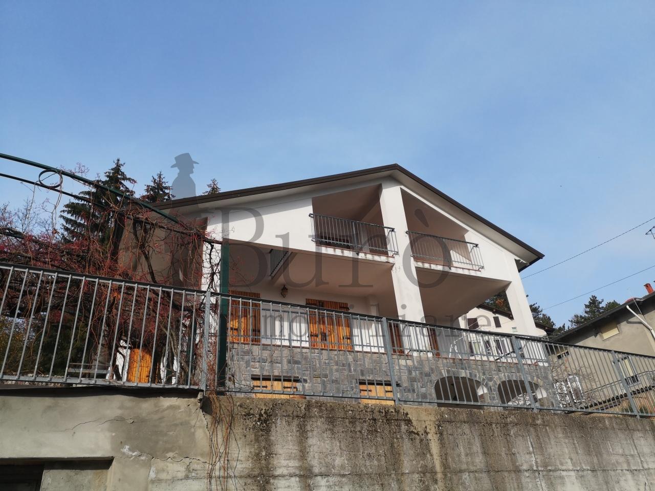 Quadrilocale in ottime condizioni arredato in affitto Rif. 11924650