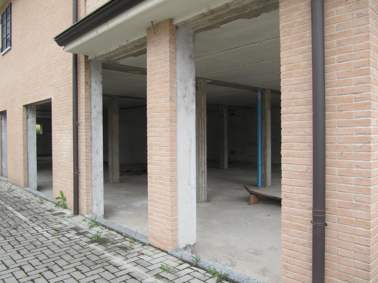 Locale commerciale - Oltre 3 vetrine a Parma Frazioni - Delegazioni, Parma Rif. 10573299