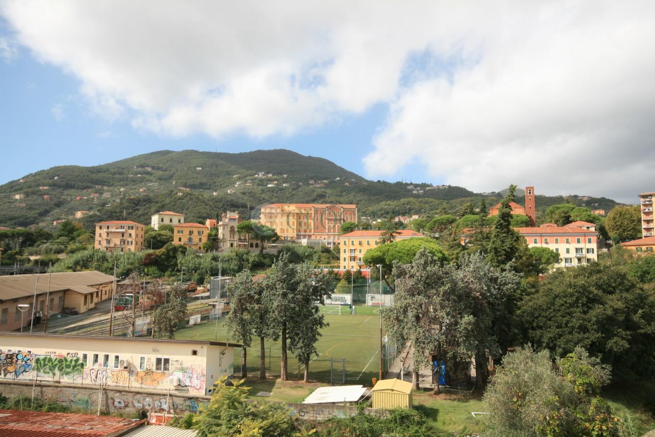 Appartamento in vendita a La Spezia, 5 locali, prezzo € 160.000   CambioCasa.it