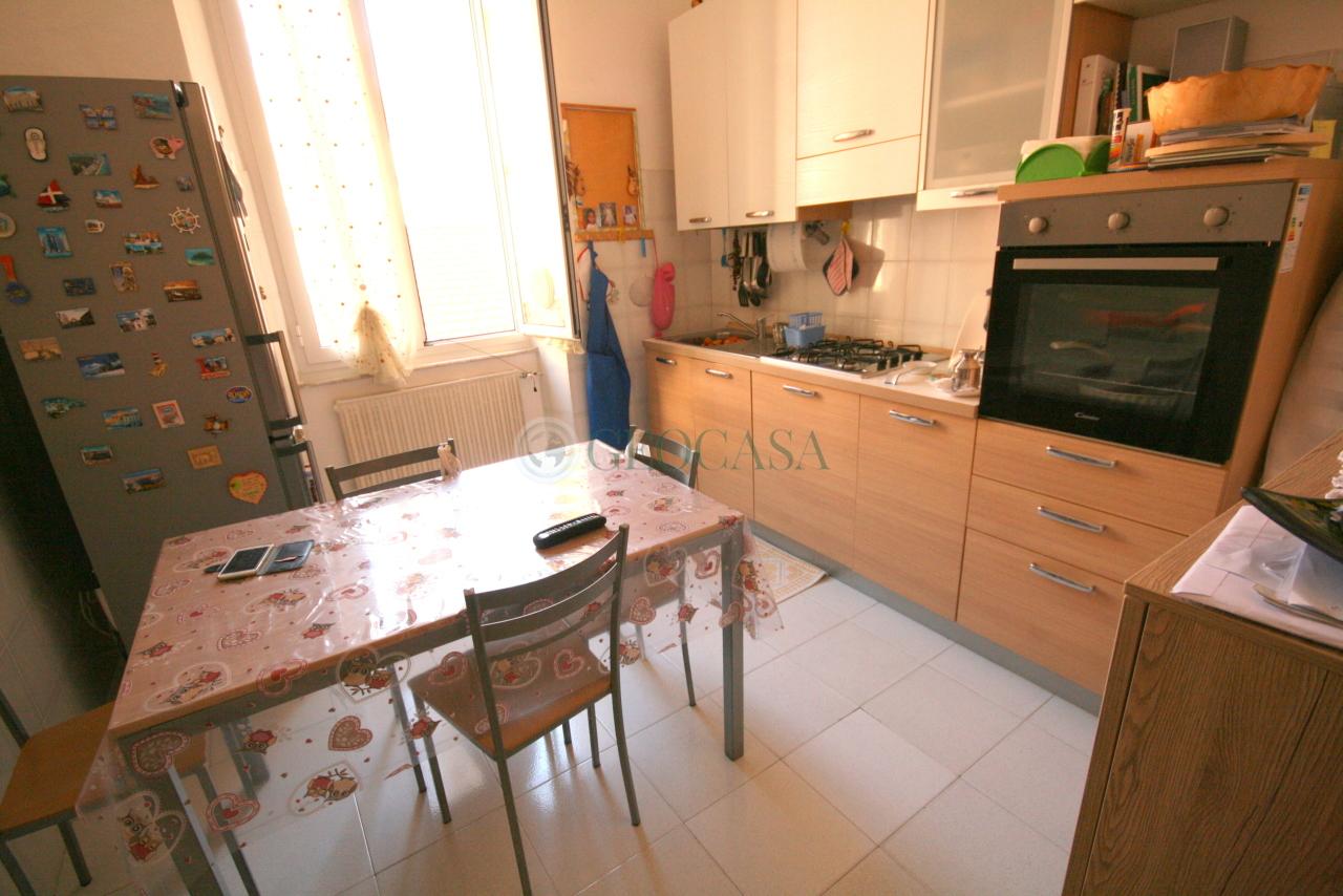 Appartamento in vendita a La Spezia, 3 locali, prezzo € 93.000   CambioCasa.it