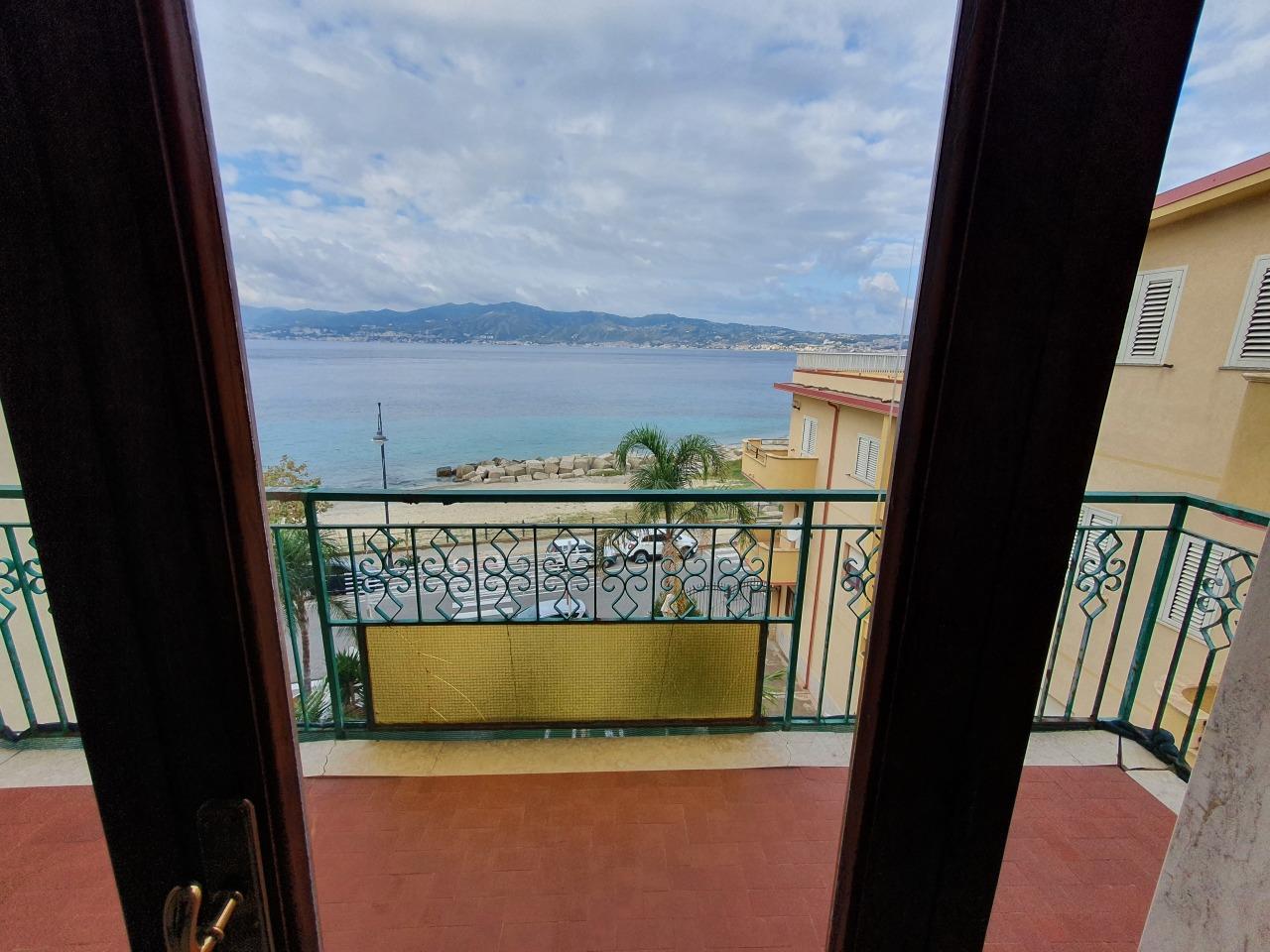 Appartamento in vendita a Villa San Giovanni, 12 locali, prezzo € 130.000 | CambioCasa.it