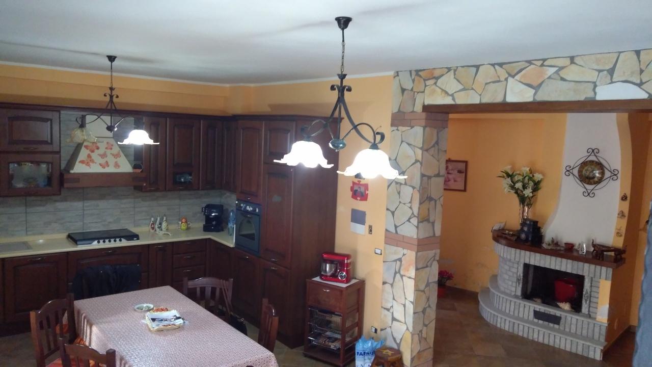 Appartamento in vendita a Reggio Calabria, 6 locali, prezzo € 180.000 | CambioCasa.it