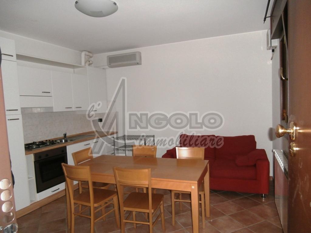 Appartamento in buone condizioni arredato in affitto Rif. 10280843