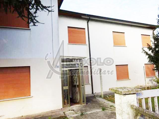 Villa in discrete condizioni in vendita Rif. 5666302
