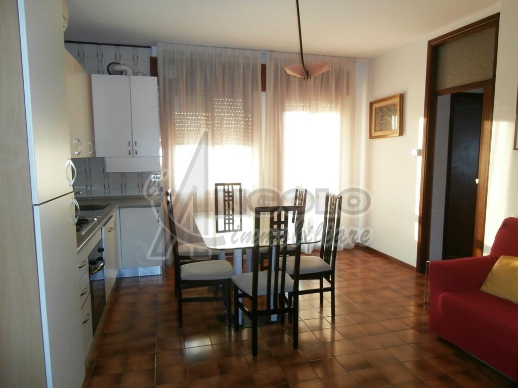 Appartamento in buone condizioni arredato in vendita Rif. 5924206