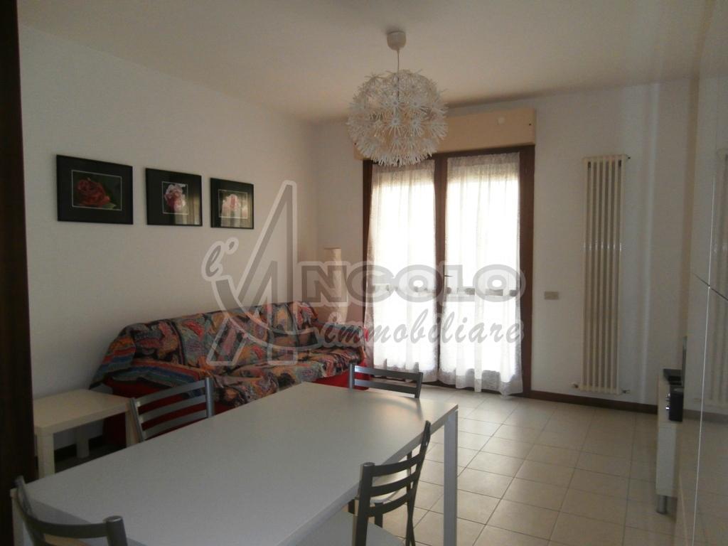 Appartamento in ottime condizioni arredato in affitto Rif. 10756386