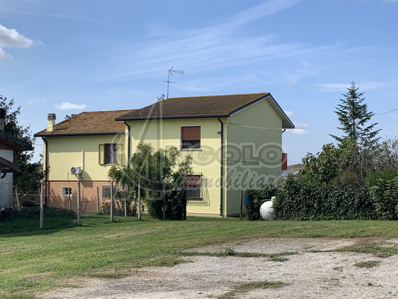 Casa Indipendente in buone condizioni in vendita Rif. 11365328