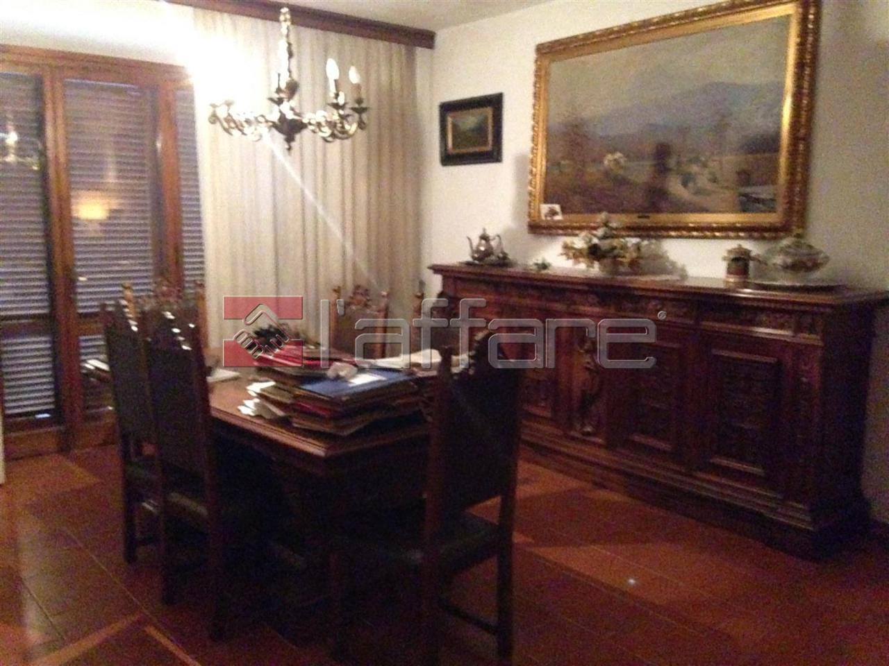 Villa in buone condizioni in vendita Rif. 4143824