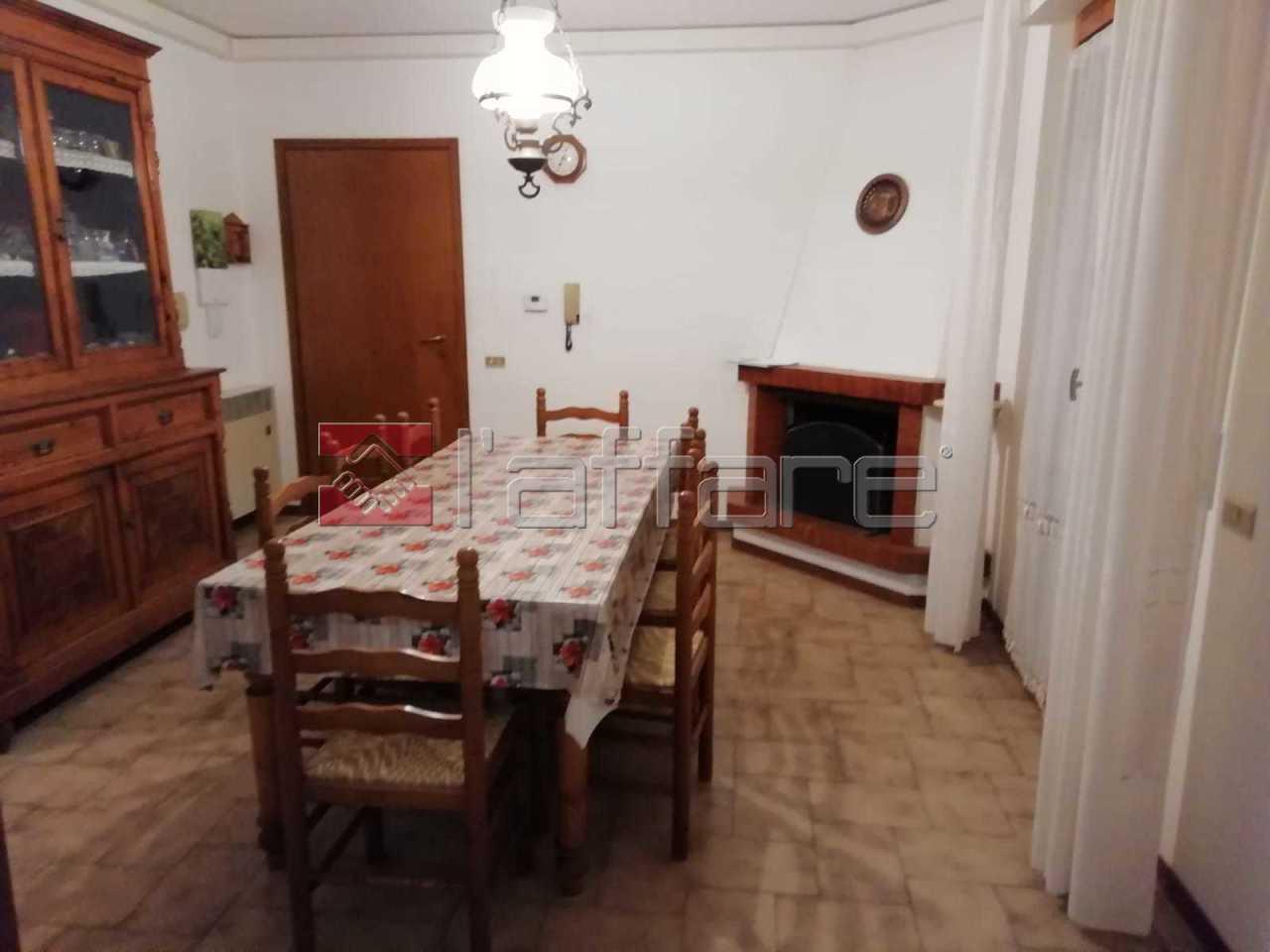 Appartamento in buone condizioni in vendita Rif. 9085097