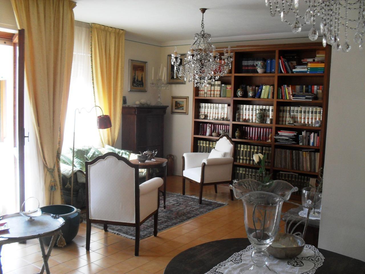 Appartamento in affitto a Pontedera, 4 locali, prezzo € 600   CambioCasa.it
