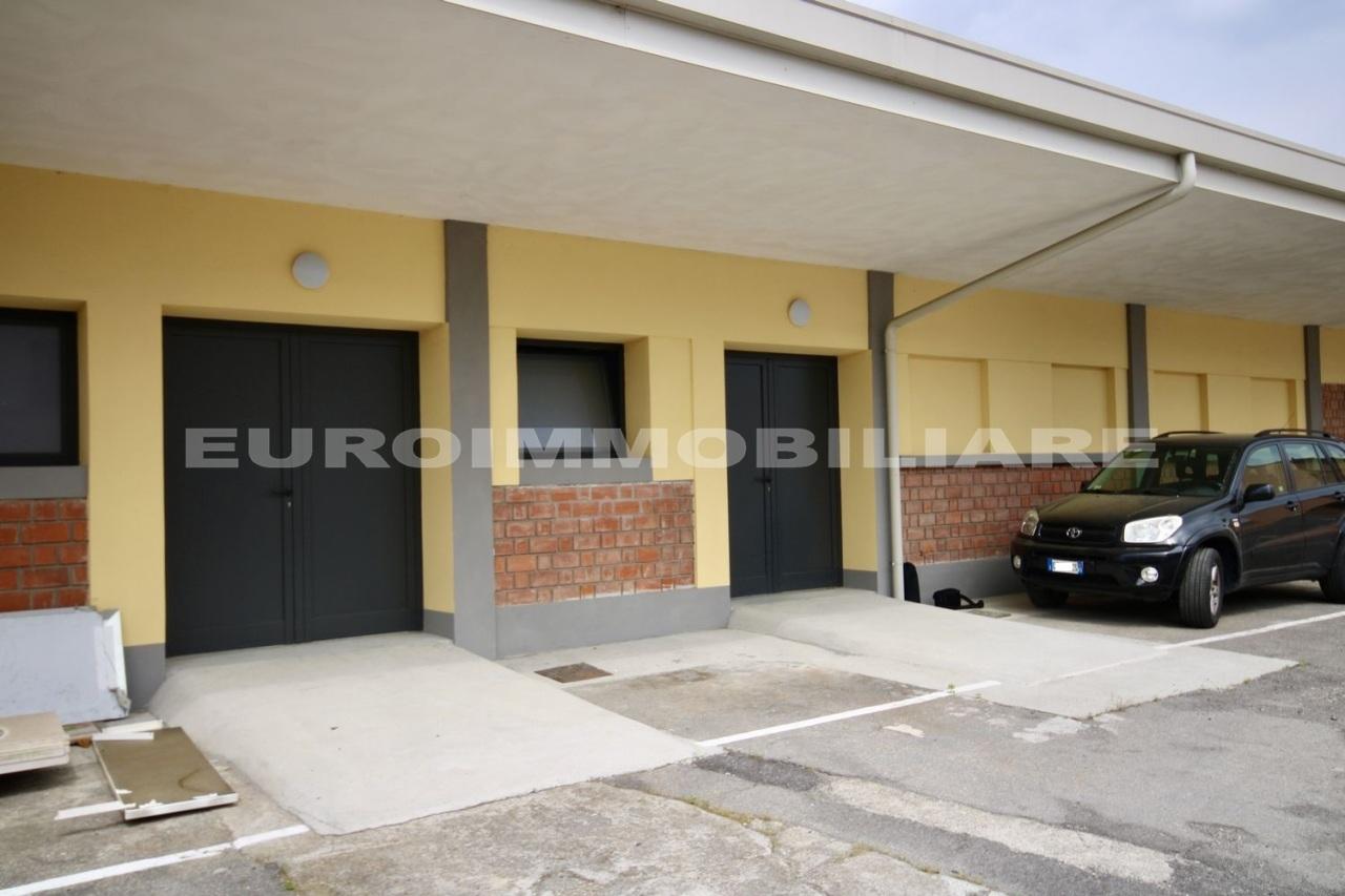 Magazzino in affitto a Castel Mella, 3 locali, prezzo € 550   CambioCasa.it