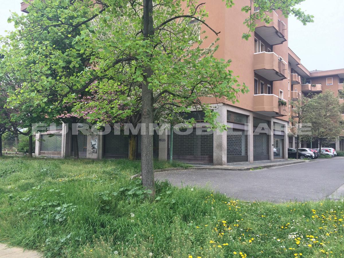 Negozio / Locale in affitto a Brescia, 3 locali, prezzo € 1.300 | CambioCasa.it