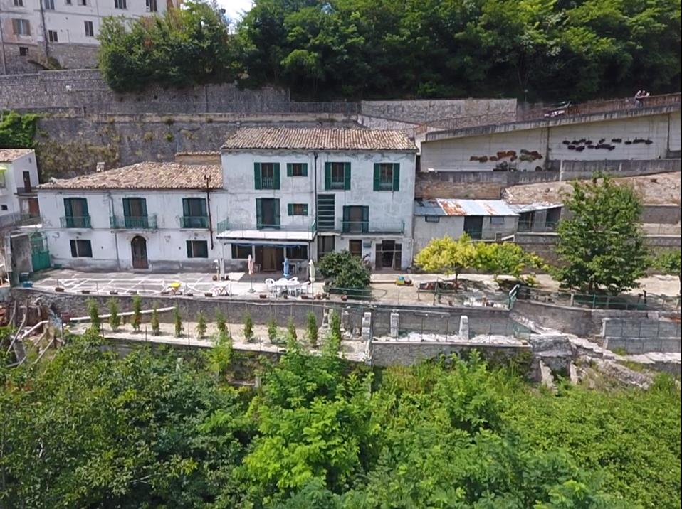 Casa indipendente - Casa singola a Farindola