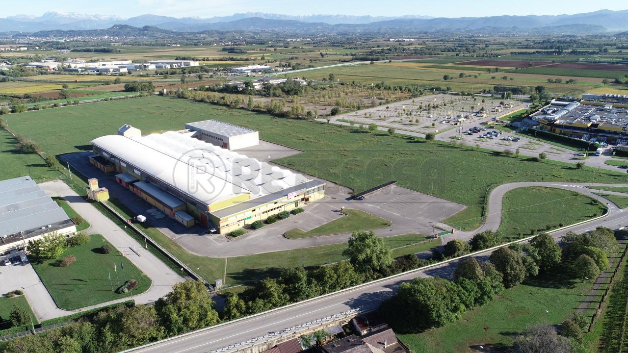 Capannone in vendita a Gradisca d'Isonzo, 10 locali, Trattative riservate | CambioCasa.it