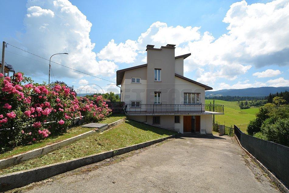 Villa in vendita a Roana, 10 locali, prezzo € 198.000   CambioCasa.it