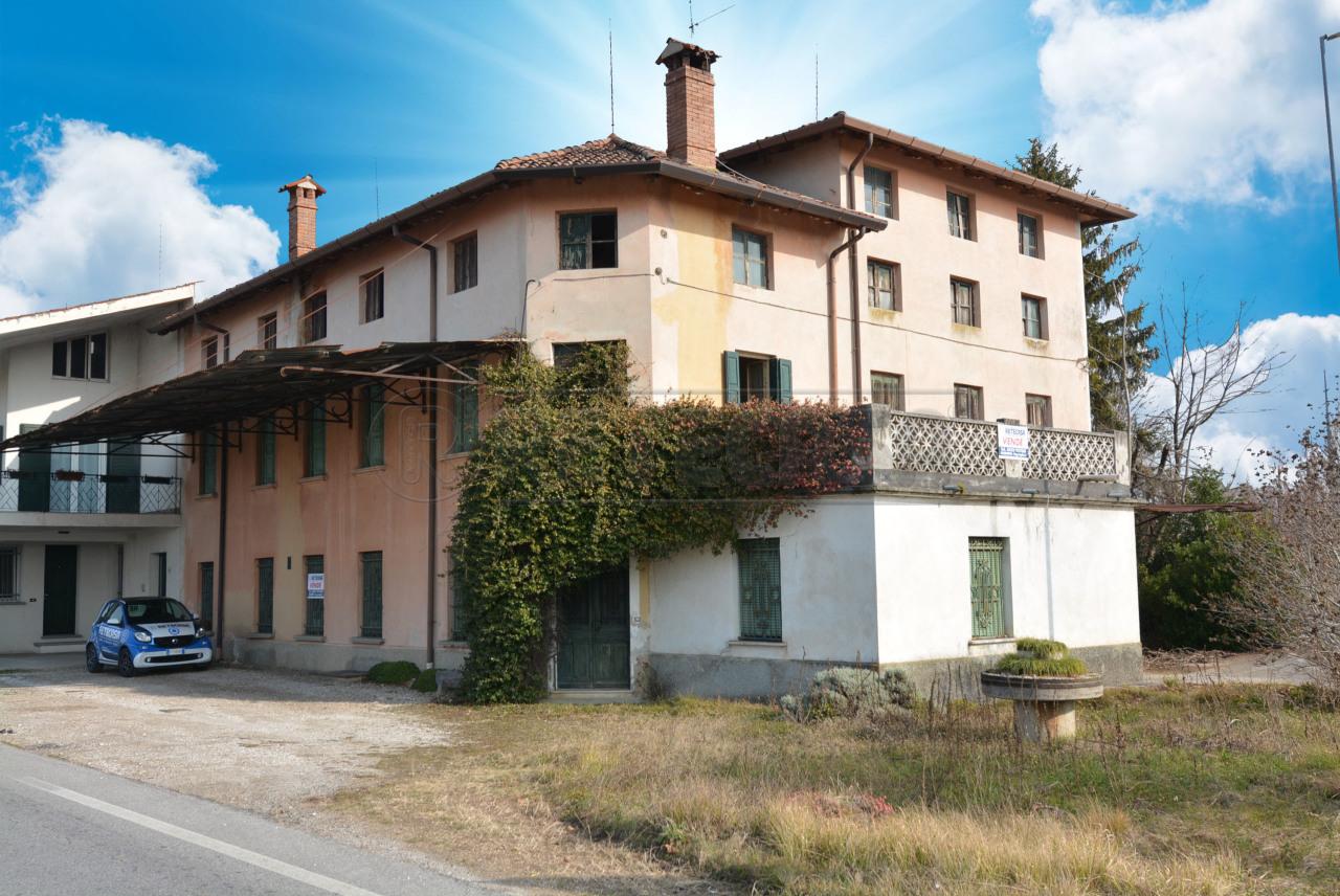 Rustico / Casale in vendita a Santa Maria La Longa, 11 locali, prezzo € 129.000 | CambioCasa.it