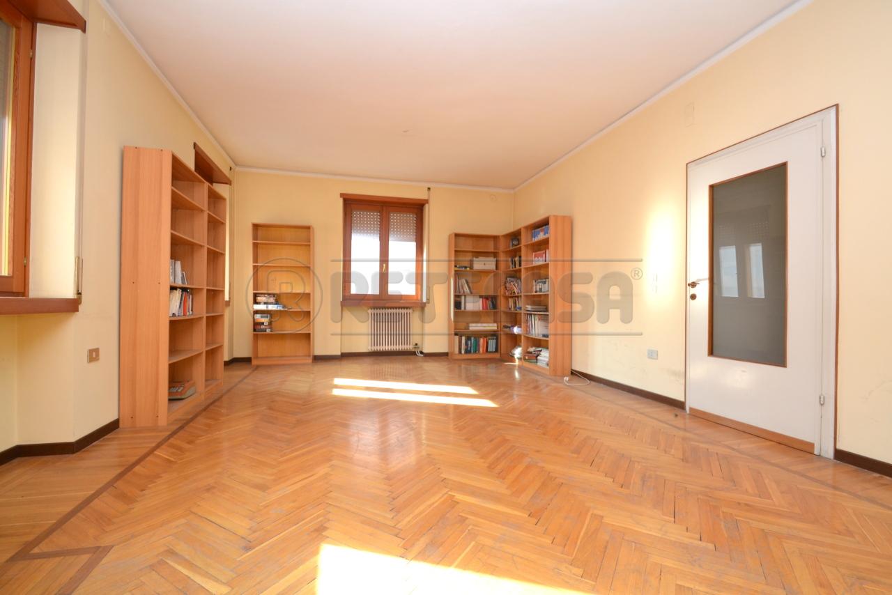Appartamento in vendita a Valdagno, 8 locali, prezzo € 84.000 | PortaleAgenzieImmobiliari.it