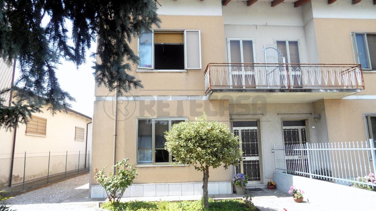 Porzione di casa in buone condizioni in vendita Rif. 4129392