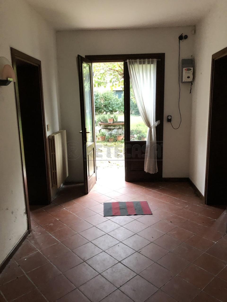 Casa Indipendente in discrete condizioni in vendita Rif. 8893859