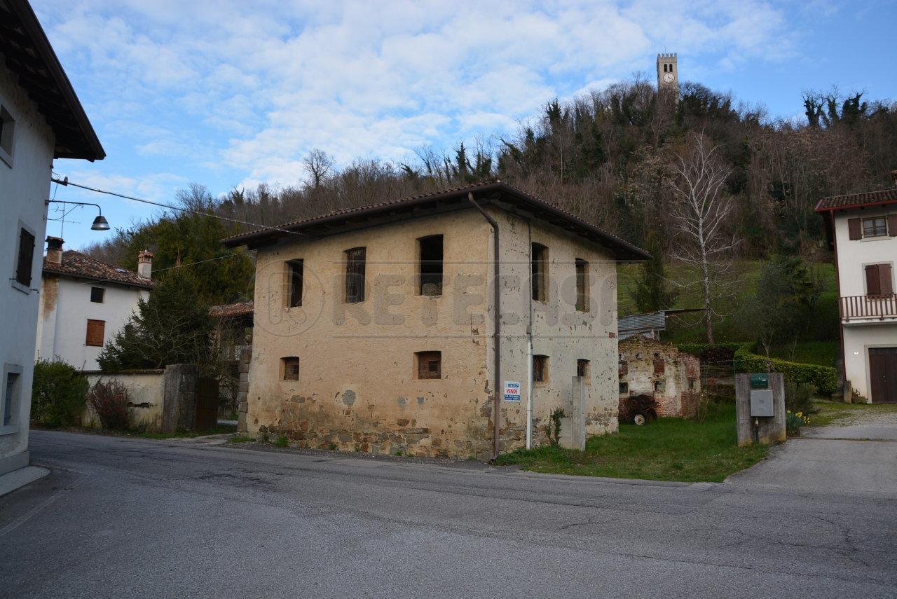 Rustico / Casale in vendita a Cormons, 5 locali, prezzo € 79.000 | CambioCasa.it