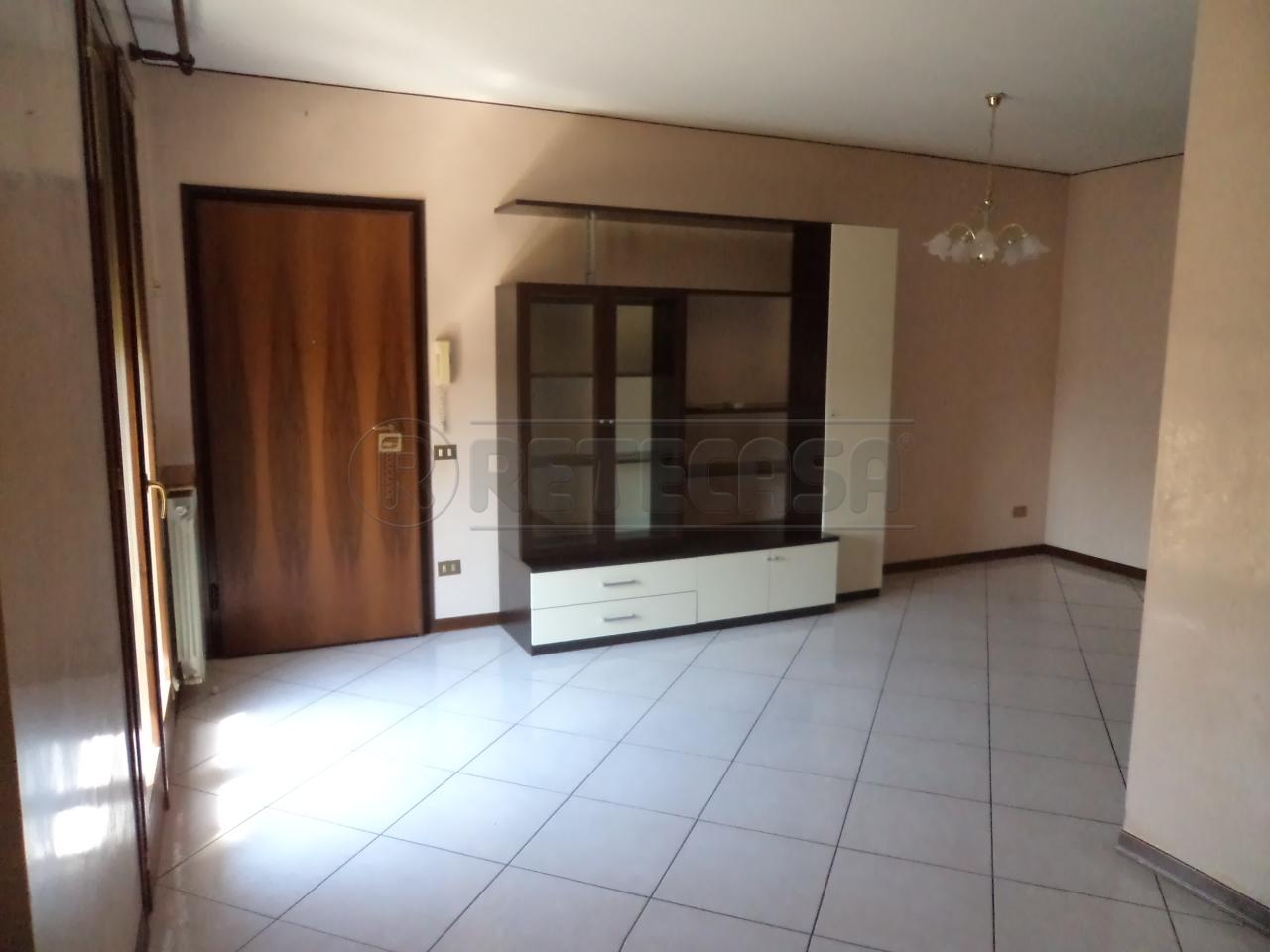 Bilocale in buone condizioni arredato in affitto Rif. 10793252
