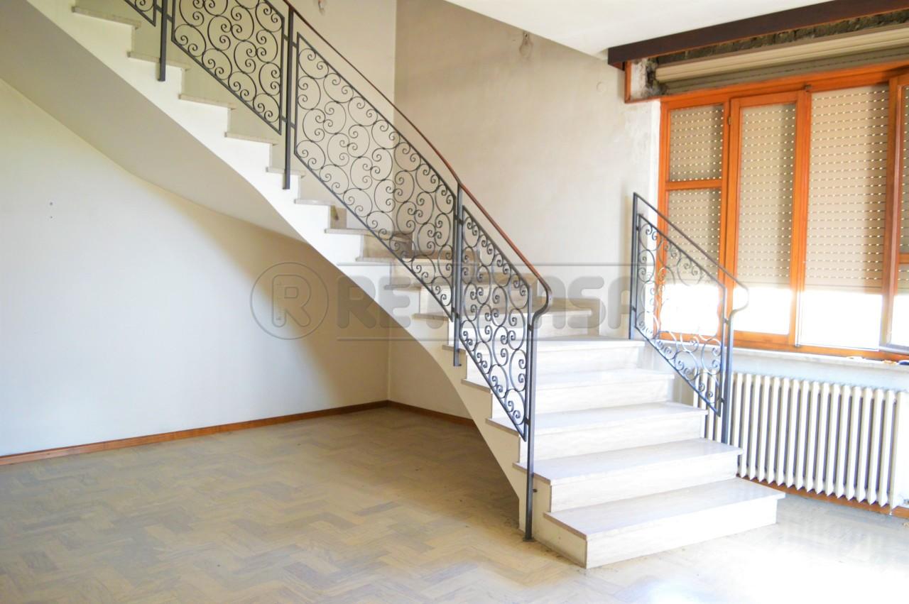 Villa in discrete condizioni in vendita Rif. 9917716