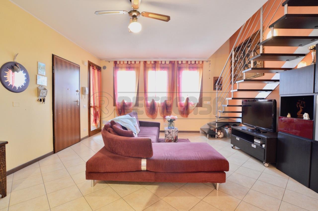 Appartamento in ottime condizioni in vendita Rif. 11255625