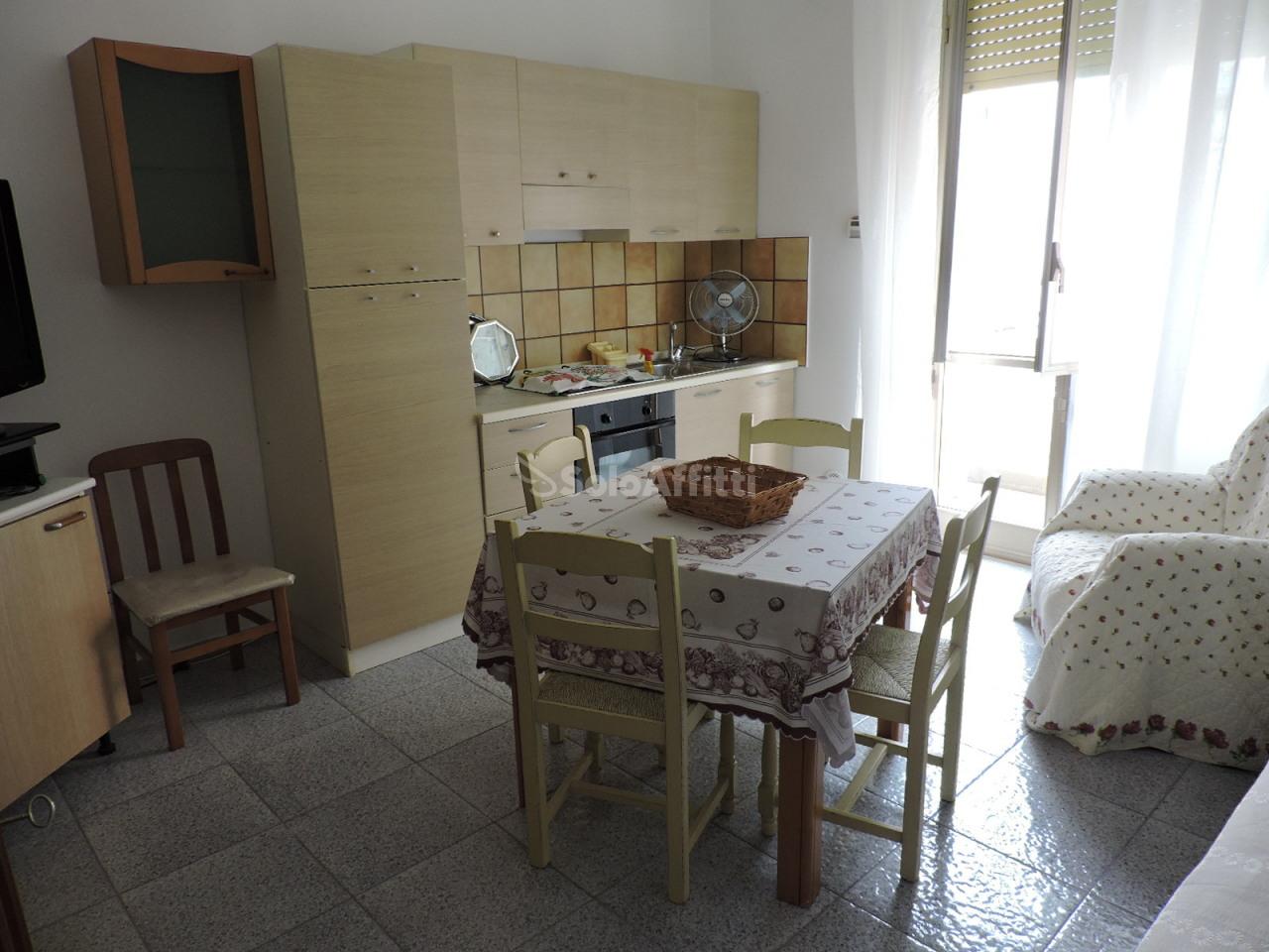 Bilocale in buone condizioni arredato in affitto Rif. 8572663